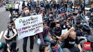 Read more about the article Demo Tolak PPKM Bergemuruh di Bandung: Pelan-pelan Kita Mati